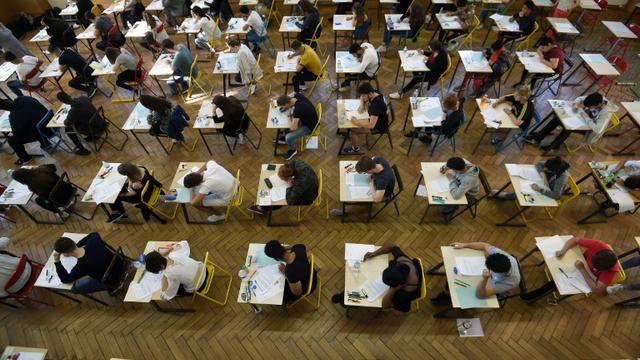 Un peu plus de 704.000 collégiens ont été admis au brevet en 2018 [FREDERICK FLORIN / AFP/Archives]