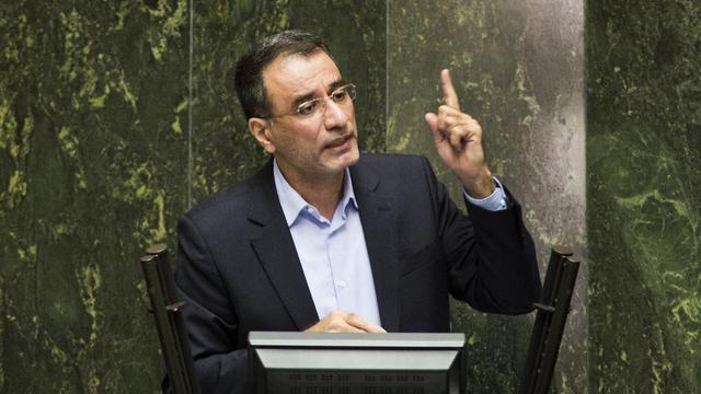 Reza Faraji Dana, ministre iranien des Sciences, s'adresse au Parlement après sa révocation, le 20 août 2014 [Behrouz Mehri / AFP]