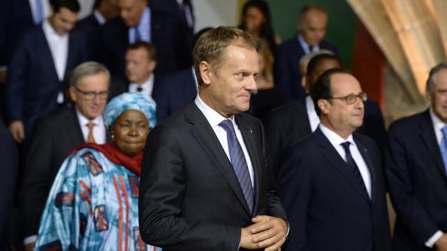 La présidente de l'Union Africaine, Nkosazana Dlamini-Zuma, le président du Conseil européen, Donald Tusk, et le président français François Hollande, lors du sommet européen sur la crise migratoire le 11 novembre 2015 à La Valette [FILIPPO MONTEFORTE / AFP]