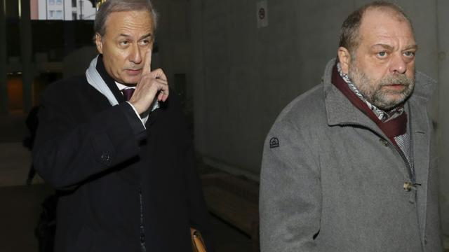L'ancien maire de Draveil Georges Tron (g) arrive avec son avocat Eric Dupond-Moretti, le 12 décembre 2017 au tribunal de Bobigny [JACQUES DEMARTHON / AFP/Archives]