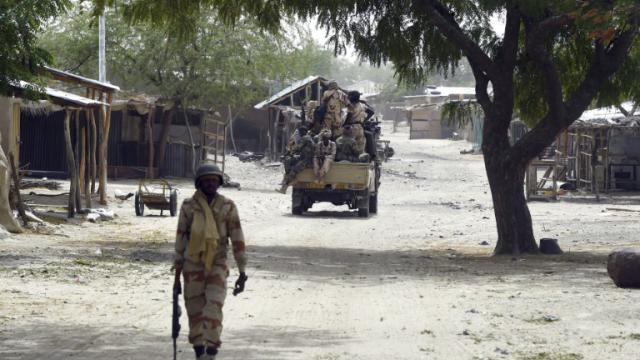 Des soldats tchadien en patrouille à Malam Fatori au Tchad, le 3 avril 2015 [Philippe Desmazes / AFP/Archives]