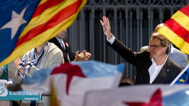 Le président sortant de la Catalogne, l'indépendantiste Artur Mas, revendique la victoire de son camp, le 27 septembre 2015 à Barcelone [Jorge Guerrero / AFP]