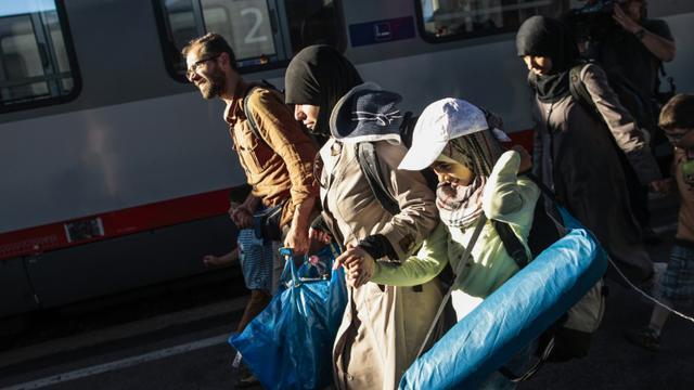 Des migrants en provenance de Budapest, arrivent à la gare de Vienne, le 31 août 2015 [PATRICK DOMINGO / AFP]