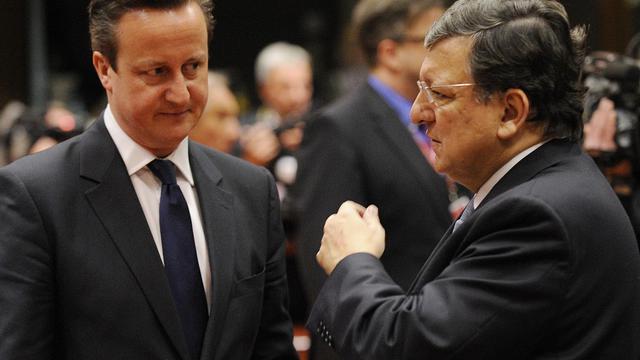 Le Premier ministre britannique David Cameron, qui envisage de renégocier les liens de son pays avec l'UE, lors d'une discussion en tête-à-tête avec le président de la Commission européenne Jose Manuel Barroso à Bruxelles, le 20 mars 2014 [John Thys / AFP/Archives]