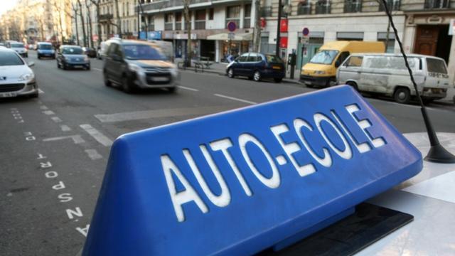 Permis à 17 ans, conduite sur simulateur, formation sur boîte automatique: trois premières mesures d'une réforme du permis de conduire entrent en vigueur lundi. [LOIC VENANCE / AFP/Archives]