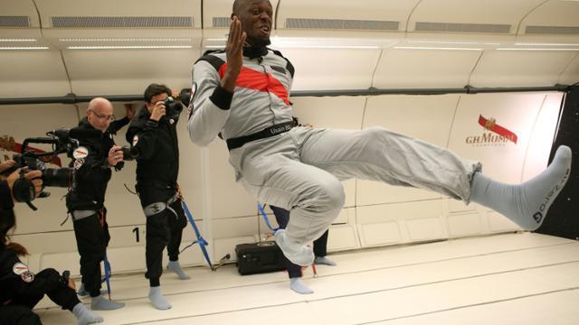 Photo fournie par Mumm et Novespace le 13 septembre 2018 d'Usain Bolt tentant de sprinter en apensanteur dans un avion survolant la France [Laurent Theillet / Mumm/Novespace/AFP]