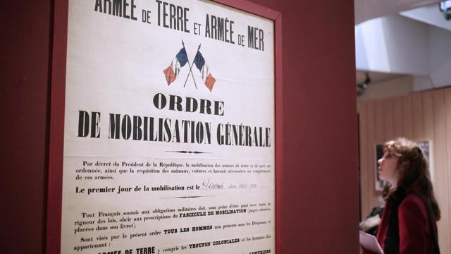 """L'ordre de """"mobilisation générale"""" d'août 1914 exposé à la """"Galerie des Bibliothèques, le 14 janvier 2014 à Paris [Kenzo Tribouillard / AFP/Archives]"""