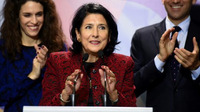 Salomé Zourabichvili, candidate à la présidentielle, fait une déclaration aux médias, le 28 novembre 2018 à Tbilissi, en Géorgie [Vano SHLAMOV / AFP/Archives]
