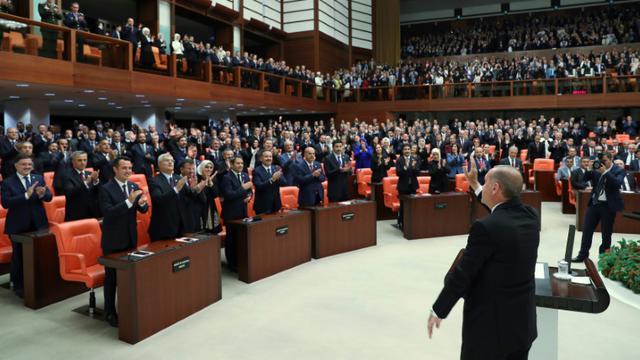 Le président turc Recep Tayyip Erdogan prête serment au Parlement à Ankara, le 9 juillet 2018. Photo fournie par la présidence turque. [KAYHAN OZER / Turkish President Office/AFP]