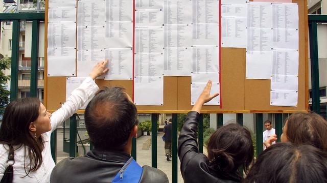 Des lycéens découvrent les résultats du baccalauréat [Jacques Demarthon / AFP/Archives]