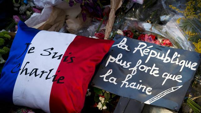 Hommage aux victimes de Charlie Hebdo le 7 février 2015 devant le siège de l'hebdomadaire satirique  [JOEL SAGET / AFP/Archives]