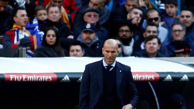L'entraîneur du Real Madrid Zinédine Zidane lors du clasico perdu face au FC Barcelone, le 23 décembre 2017 à Bernabeu [OSCAR DEL POZO / AFP]