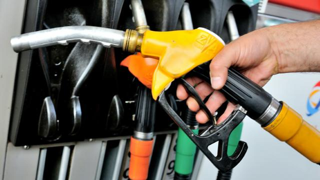 L'essence sans-plomb contenant jusqu'à 10% d'éthanol (SP95-E10), est sur le point de devenir la première essence utilisée en France, devant le traditionnel SP95 [PHILIPPE HUGUEN / AFP/Archives]