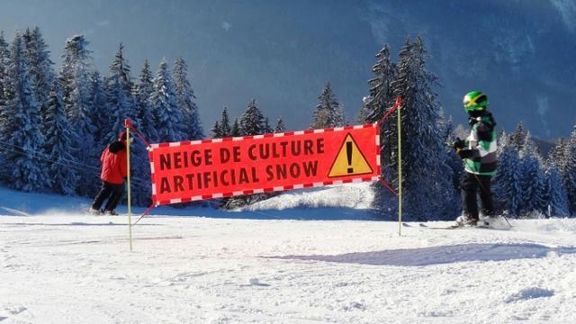 Neige artificielle le 2 janvier 2015 aux Carroz d'Araches dans les Alpes [DENIS CHARLET / AFP/Archives]