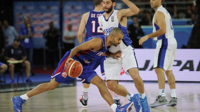 Le meneur de jeu français Tony Parker face à Israël à l'Euro de basket, le 10 septembre 2015 à Montpellier [SYLVAIN THOMAS / AFP]