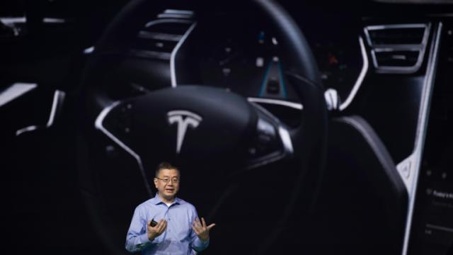 Un dirigeant de Tesla, Robin Ren, le 28 avril 2016 à Pékin  [NICOLAS ASFOURI / AFP]