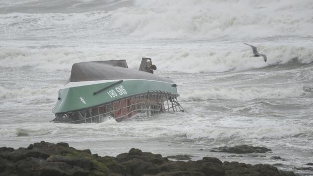 Le chavirage d'un bateau de sauvetage de la SNSM au large des Sables-d'Olonne (Vendée), qui a fait trois morts, le 7 juin 2019 [Sebastien SALOM-GOMIS / AFP/Archives]