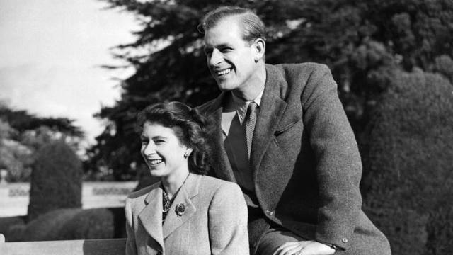 La reine Elizabeth II et le prince Philip lors de leur lune de miel, le 25 novembre 1947 dans le comté du Hampshire [STR / AFP/Archives]
