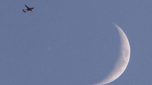 Photo prise le 31 juillet 2014 à partir de la frontière entre Israël et Gaza d'un drone israélien de type Hermes 500 volant sur le territoire palestinien [Jack Guez / AFP/Archives]
