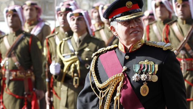 Le roi de Jordanie Abdallah II lors d'une revue de ses troupes, le 3 novembre 2013 à Amman [Khalil Mazraawi / AFP/Archives]