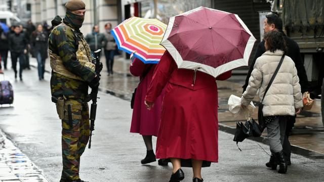 Un soldat belge dans une rue de Bruxelles, le 21 novembre 2015 [JOHN THYS / AFP/Archives]