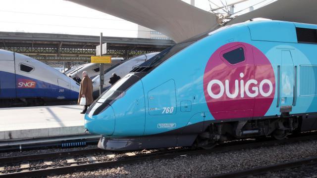 """Un TGV low-cost """"Ouigo"""" à la Gare de Lyon, en 2013 [Jacques Demarthon / AFP/Archives]"""