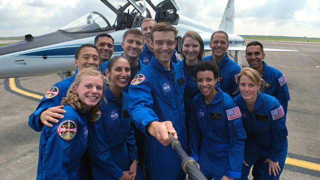 La dernière sélection de candidats astronautes de la Nasa (sept hommes et cinq femmes), dont certains pourraient être les premiers à aller sur Mars, lors d'une cérémonie au Centre Spatial Johnson à Houston (Texas), le 7 juin 2017 [HO / NASA/AFP]