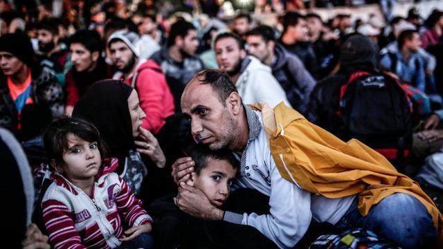 Des migrants en attente au terminal des Bus Esenler le 16 septembre 2015 à Istanbul [YASIN AKGUL / AFP/Archives]