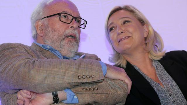 Le trésorier du Front national, Wallerand de Saint-Just et la présidente du FN Marine Le Pen, le 14 septembre 2015 à Arpajon (sud de Paris) [Jacques Demarthon / AFP/Archives]