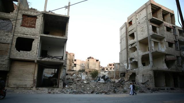 Une rue de Douma à l'est de Damas le 6 juillet 2016 [Abd Doumany / AFP]