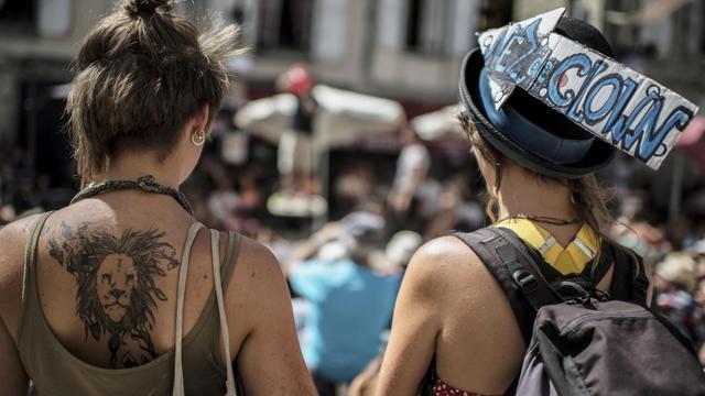 En 2013, des spectateurs du 28e festival du théatre de rue d'Aurillac, le 22 aout [Jeff Pachoud / AFP/Archives]