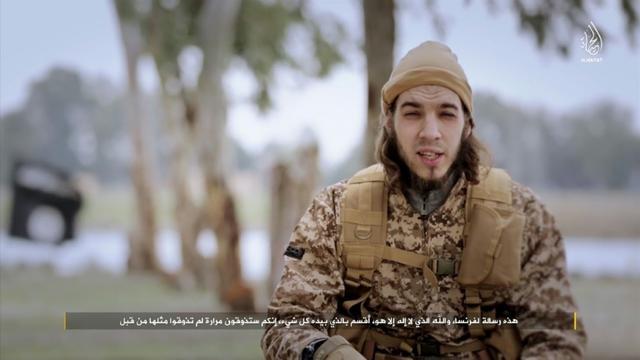 Capture d'écran d'une vidéo diffusée par le centre de médias du groupe Etat islamique le 24 janvier 2016, montrant Omar Mostefai, l'une des personnes impliquées dans les attentats du 13 novembre à Paris [HO / AL-HAYAT MEDIA CENTRE/AFP/Archives]