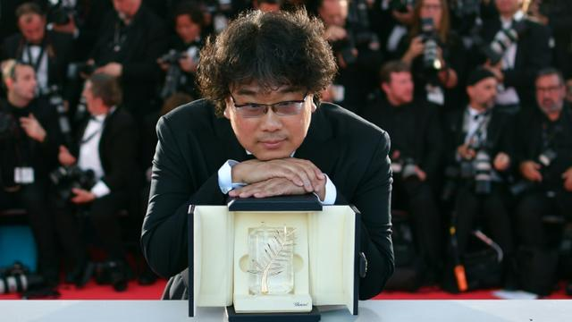 "South Korean director Bong Joon-Ho with the trophy after he was awarded the Palme d'Or at Cannes for his film ""Gisaengchung"", or ""Parasite"" [Alberto PIZZOLI / AFP]"