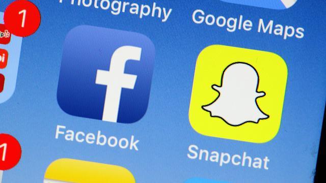 """Facebook vieillit et son public aussi: les ados lui préfèrent de plus en plus Instagram ou Snapchat, jugés plus modernes et plus """"fun"""" [JUSTIN SULLIVAN / Getty/AFP/Archives]"""