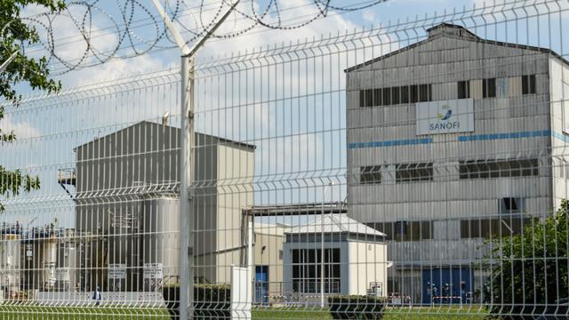 Le gouvernement a donné trois mois au groupe pharmaceutique Sanofi pour respecter les valeurs limites d'émission de rejets toxiques décelées sur le site de Mourenx (Pyrénées-Atlantiques), dont la production a été suspendue le 9 juillet 2018 [MEHDI FEDOUACH / AFP]