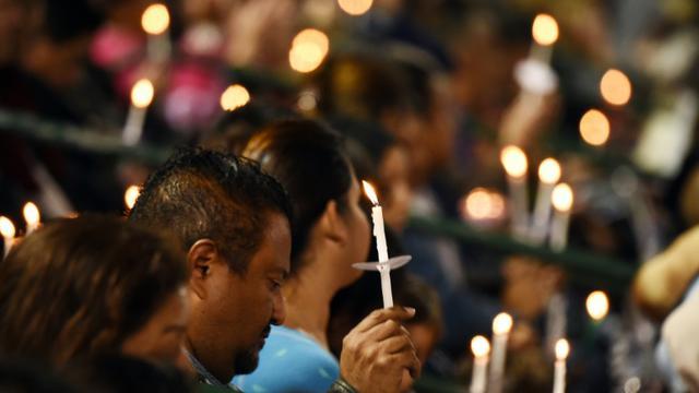 Des bougies allumées le 3 décembre 2015 lors d'une cérémonie en hommage aux victimes de la tuerie à San Bernardino [ROBYN BECK / AFP]