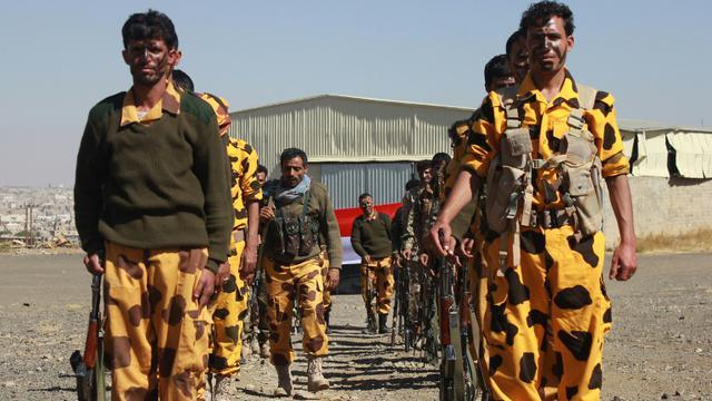 Des partisans houthis et des militiens lors d'un rassemblement contre la coalition arabe à Sanaa le 14 décembre 2015 [ABDEL RAHMAN ABDALLAH / AFP]