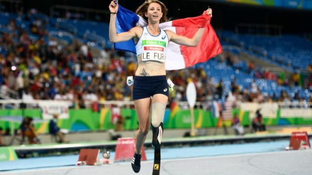 La Française Marie-Amélie Le Fur obtient sa troisième médaille d'or aux Jeux paralympiques, sur 400m, le 12 septembre 2016 [CHRISTOPHE SIMON / AFP]