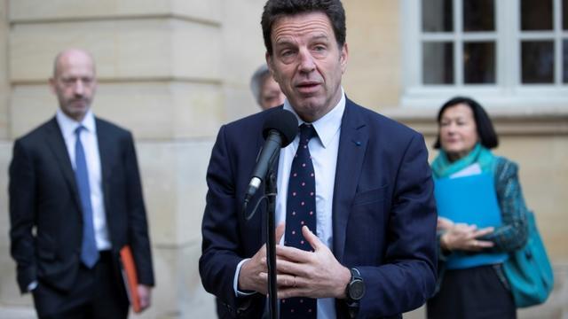Le président du Medef Geoffroy Roux de Bezieux fait une déclaration à la presse à l'issue d'une réunion sur la réforme des retraites, le 25 novembre 2019 à l'Hôtel Matignon, à Paris [Thomas SAMSON / AFP]