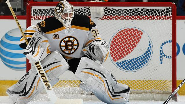 Chad Johnson, le gardien de but des Boston Bruins, contre les Colorado Avalanche en NHL le 21 mars 2014 à Denver [Doug Pensinger / AFP]