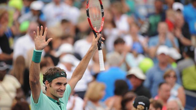 Roger Federer célébrant sa victoire contre David Ferrer lors de la finale du tounoi Cincinnati, dans l'Ohio, le 17 août 2014 [Jonathan Moore / GETTY IMAGES NORTH AMERICA/AFP]