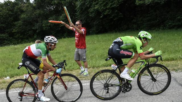 L'Italien Fabio Aru derrière le Colombien Rigoberto Uran entre Nantua et Chambéry lors de la 9e étape du Tour, le 9 juillet 2017 [Lionel BONAVENTURE / AFP]