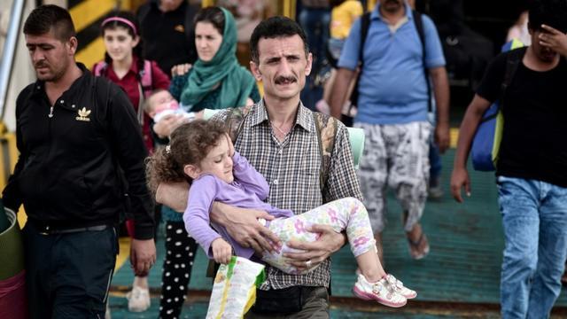 Des réfugiés syriens arrivent au port du Pirée, le 9 septembre 2015 à Athènes, en Grèce [LOUISA GOULIAMAKI / AFP]