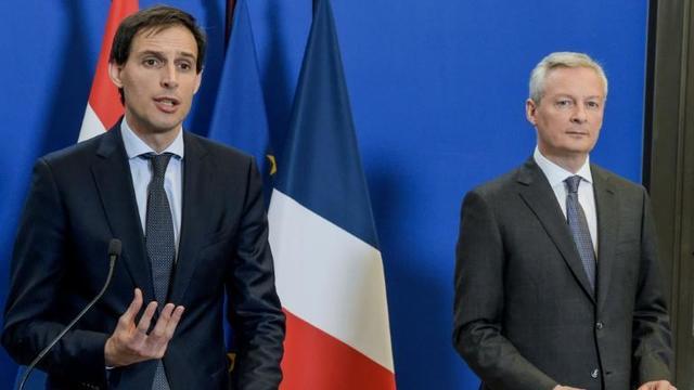 Le ministre de l'Economie  Bruno Le Maire (d) et son homologue Wopke Hoekstra (g) lors d'une conférence de presse à Paris, le 1er mars 2019 [ERIC PIERMONT / AFP]