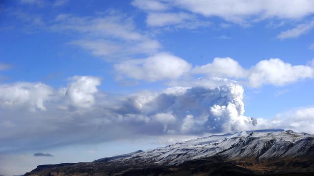 Le volcan islandais Eyjafjallajökull qui a provoqué en 2010 la plus grande fermeture d'espace aérien décrétée en Europe en temps de paix, avec plus de 100.000 vols annulés sur un mois et plus de huit millions de passagers bloqués [Emmanuel Dunand / AFP]