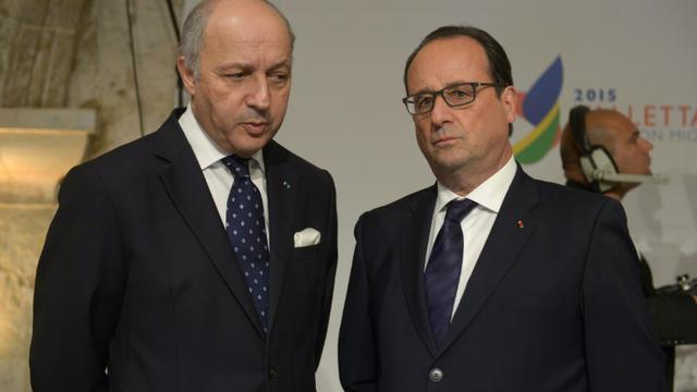 Le ministre des Affaires étrangères Laurent Fabius et le président de la république François Hollande à La Valette à Malte, le 11 novembre 2015 [Matthew Mirabelli / AFP/Archives]