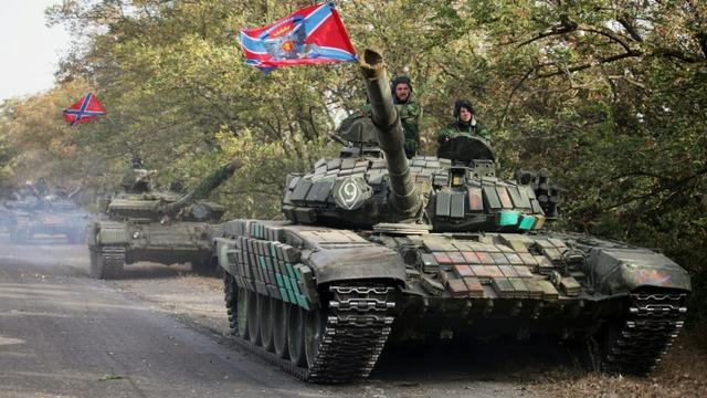 Des soldats séparatistes prorusses, dans la région de Donetsk en Ukraine, le 21 octobre 2015 [ALEKSEY FILIPPOV / AFP/Archives]