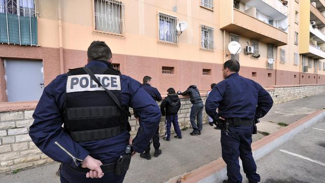 Des policiers lors d'un contrôle à Marseille, le 6 mars 2013.