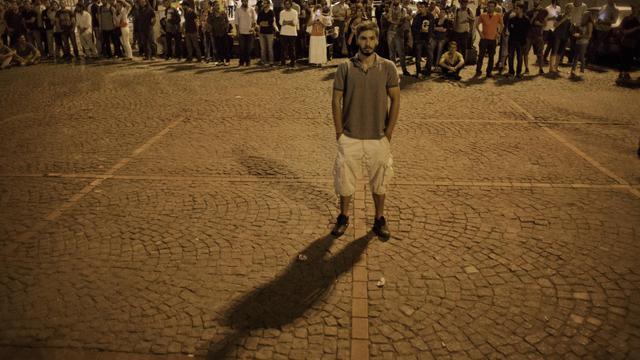 Un manifestant immobile le 18 juin place Taksim à Istanbul [Marco Longari / AFP]