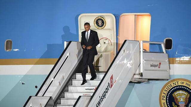 Le président américain Barack Obama arrive à Lima, pour le sommet de l'Apec, le 19 novembre 2016 [LUKA CONZALEZ / AFP]